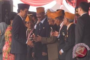 Saksi Sejarah 10 November Menagis Dipeluk Joko Widodo