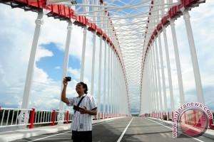 Penambang Protes Jembatan Kapuas Tayan Dibuka Ilegal