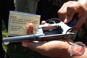 Polresta Pontianak Amankan Tersangka Pemilik Sepucuk Pistol