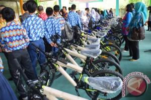 Pontianak Berikan 100 Sepeda Kepada Siswa Tidak Mampu
