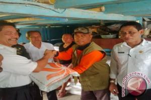 Kapuas Hulu Salurkan Beras Untuk Korban Banjir