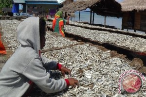 Pontianak Berikan Bantuan Cadangan Beras Pada Nelayan