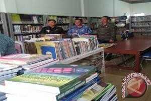 Bupati -Wakil Bupati Sekadau Blusukan ke Perpustakaan