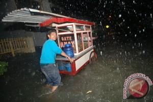 Banjir Padang Pengaruhi Harga Bahan Pokok
