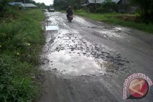 Masyarakat keluhkan infrastruktur jalan yang rusak parah