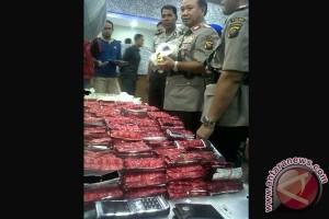 Polisi Kalbar Gagalkan Penyelundupan 6,46 Kg Sabu-sabu dan Ribuan Butir Happy Five