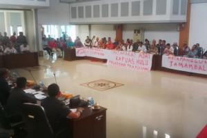 Masyarakat Adat Lakukan Aksi Damai Terkait Larangan Bakar Lahan