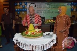 Guru Besar Untan Luncurkan Buku Bunga Rampai