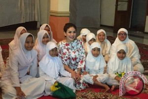 Nikita Mirzani Ajari Buah Hati untuk Berkurban