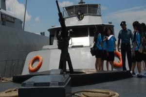 123 Siswa SMK Soelthan M Tsafioeddin Tinjau Pembuatan Kapal