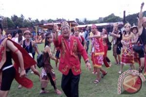 Bupati Sekadau dan Sanggau Meriahkan IYD di Manado