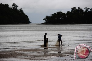 Pantai Pulau Datok Favorit Warga Liburan Lebaran
