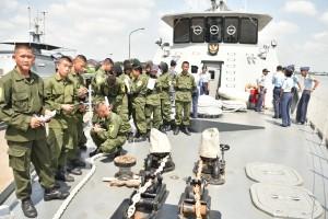 Siswa SMK 9 Pontianak Kunjungi KRI Cakalang