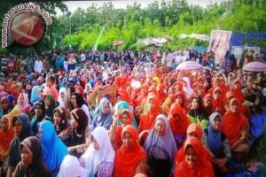 Ribuan Warga Rembang Doa Bersama Dukung Pabrik Semen Indonesia Beroperasi