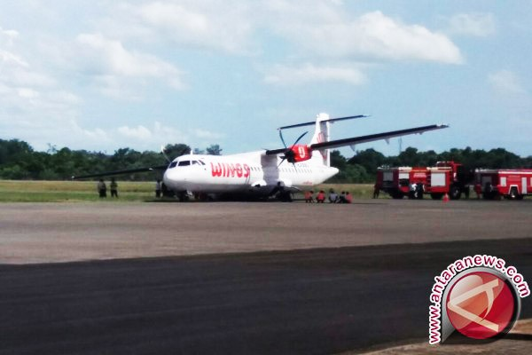 Roda Pesawat Wings Air Pangkalan Bun-Ketapang Terjerembab
