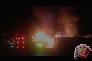 Enam Ruko Jalan Adisucipto Hangus Dilalap Api