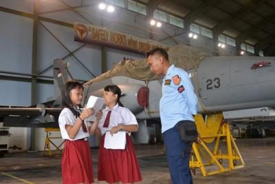 Ratusan Siswa SD-TK Kunjungi Skardon Udara 1
