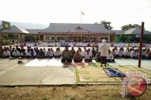 Guru - Pelajar SMKN 1 Sukadana Sholat Taubat