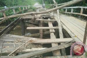 Jembatan di Perbatasan Indonesia - Malaysia Ambruk
