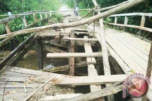 Jembatan di Perbatasan Ambruk