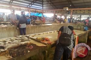 Pedagang Ikan Rangga Sentap Keluhkan Pembeli Sepi