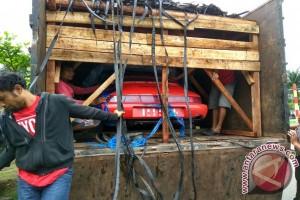 Polisi Amankan Truk Pembawa Mobil Ilegal Malaysia