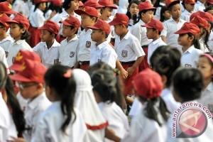 Bupati Kubu Raya Dengarkan Cerita Anak SD
