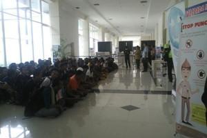 Malaysia Deportasi 97 TKI Melalui PLBN Entikong
