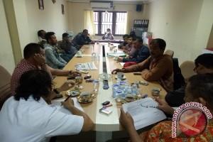 Buruh Sawit Tuntut BPJS dan THR