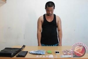 Satnarkoba Polres Mempawah Ringkus 2 Pelaku Narkoba di Jungkat