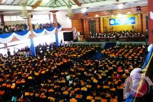 Rektor Untan Ajak 1.363 Wisudawan Bangun Daerah
