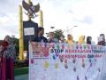 Aksi damai Kapuas Hulu menyuarakan stop kekerasan terhadap anak dan perempuan yang dilaksanakan di Bundaran Pancasila Kota Putussibau, Kapuas Hulu, Kalimantan Barat. Foto Antara Kalbar/Timotius/17.
