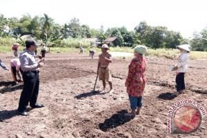 Polsek Seponti Jaya Sosialisasikan Tanpa Bakar Lahan ke Petani