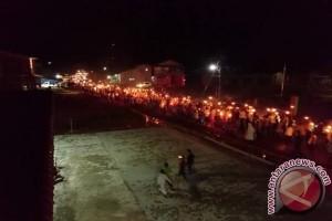 Listrik Padam Warnai Pawai Obor di Tayan Hilir