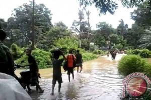 Banjir Hambat Aktivitas di Mempawah Hulu