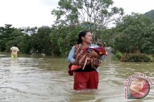 Stok Pangan Pengungsi Banjir Menipis