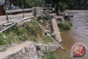 Desak Pengusutan Runtuhnya Brojong di Kampong Sentana