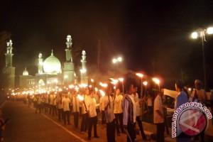 Pawai Obor Meriahkan HUT Kayong Utara