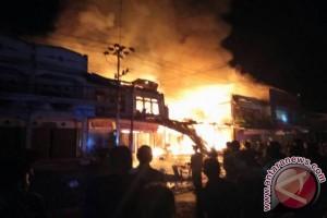 Kebakaran Hanguskan Ruko di Bodok