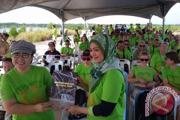 Jurnalis Tanam 200 Mangrove di KWNP