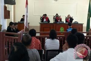 Fidelis Dituntut 5 Bulan Penjara