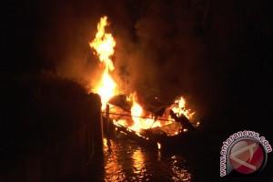 Empat Kapal Cepat Pemkab Kayong Utara Terbakar