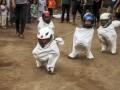 Sejumlah anak mengikuti lomba balap karung di Ngasem, Boyolali, Jawa Tengah, Kamis (10/8). Perlombaan tersebut untuk memperingati HUT ke-72 RI. ANTARA FOTO/Maulana Surya/ama/17.
