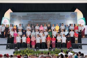 Semen Indonesia Berikan Penghargaan Kesetiaan kepada 348 Karyawan