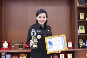 Karolin Raih Penghargaan Bupati Terbaik Dari LAN
