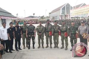 Pangdam Serahkan Penghargaan Prajurit Berprestasi Di Perbatasan