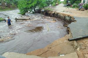 Warga Rasau Jaya Harapkan Perbaikan Jembatan Primer