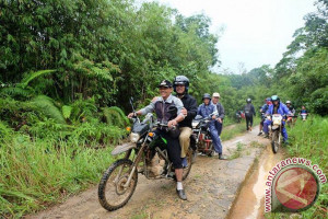 Kisah Rombongan Pemkab Sekadau Menuju Desa Sunsong