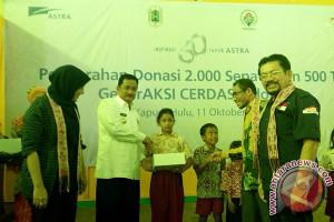 """Astra Bantu Sepatu Pelajar di Daerah """"3T"""" Kalbar"""