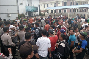 Ratusan Pekerja Kayu Datangi DPRD Kapuas Hulu